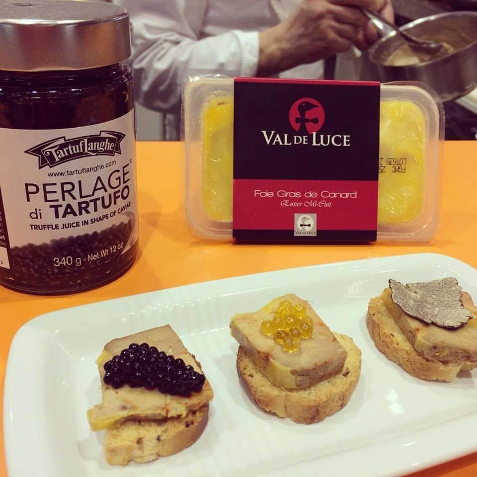 Foies gras val de luce et les perles de truffe noire perles de truffe blanche et lamelles de - Comment cuisiner les truffes noires ...